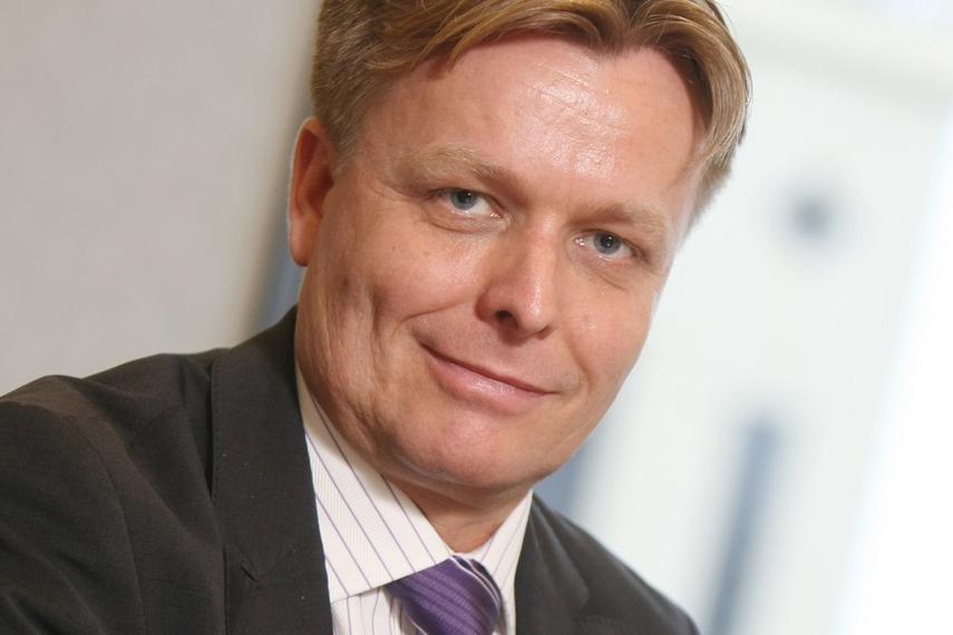Rudolf Hauser advises clients on using external CIOs