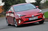 Keuntungan Memiliki Mobil Hybrid Toyota