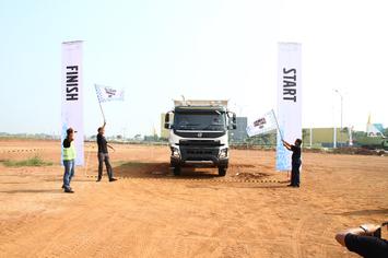 Keseruan Kompetisi Volvo Trucks Indonesia 'Final Fuelwatch 2017'