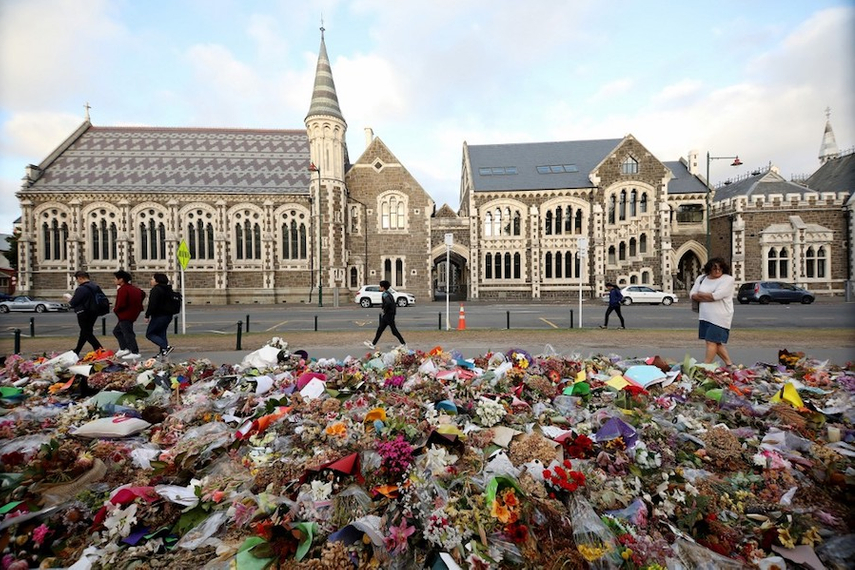 Flowers and tributes displayed in memory of the twin mosque massacre victims outside the Botanical Gardens in Christchurch. (Photo: Sanka Vidanagama/AFP)