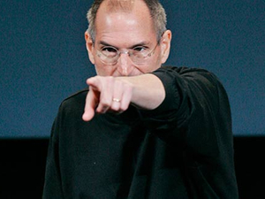 Steve Jobs slates iPad challengers, Research in Motion responds