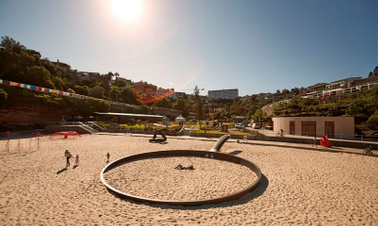Copywriter cooks up large-scale beach art