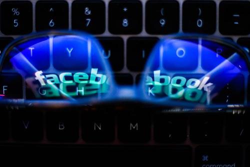 Tech experts throw shade at Facebook-Ray Ban smart glasses
