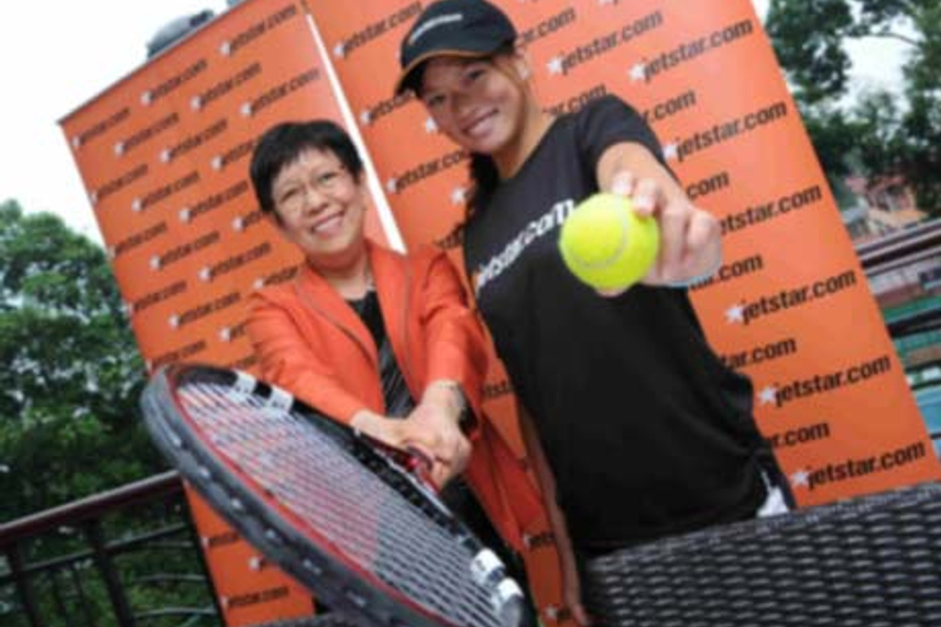 Jetstar CEO Ching Phit Lian with Singapore number one Stefanie Tan