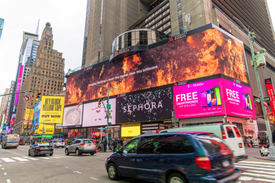 Aussie firefighters get thanks on Times Square billboard