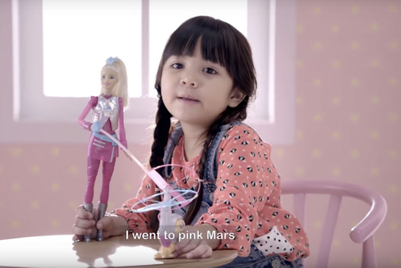 作品:一个社会试验展示芭比娃娃的作用
