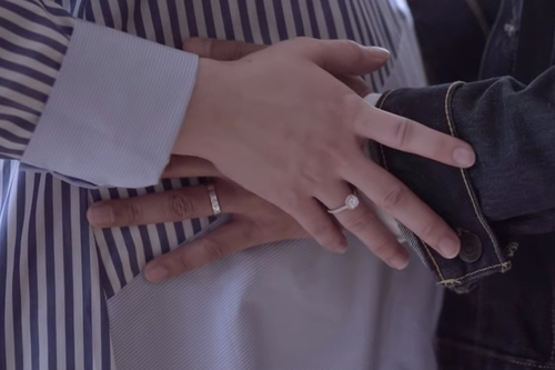 My, this music video has a lot of jewellery shots