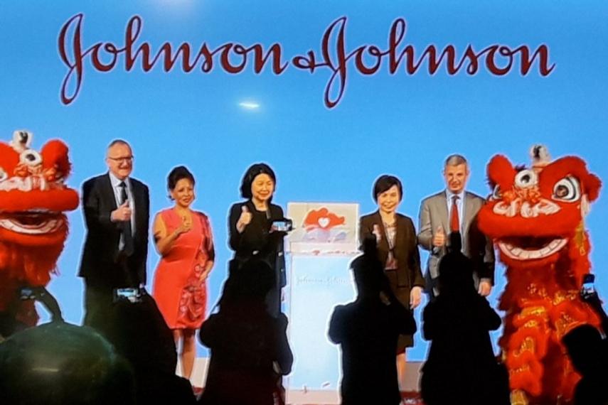 L-R: Pat Smallcombe (Johnson & Johnson), Stephanie Syptak-Ramnath (US Embassy), Ong Ai Hua (Johnson & Johnson), Thien Kwee Eng, (Singapore Economic Development Board), and Vladimir Makatsaria (Johnson & Johnson).