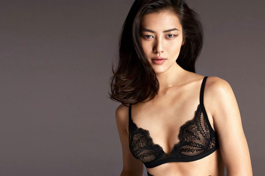 Chinese supermodel Liu Wen fronts the La Perla campaign.