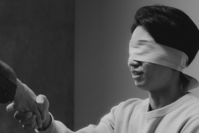 Watch blindfolded lovers identify their mates by touch