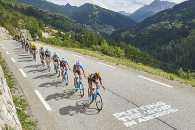 Aussie sports betting app 'trolls' Tour de France cyclists