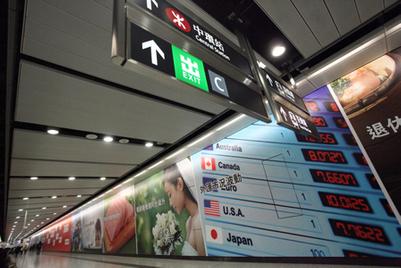 汇丰银行推出史上最长互动电视墙
