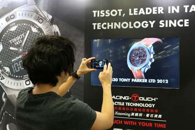 天梭在2012港铁广告创意巡礼中首推裸眼3D电视广告