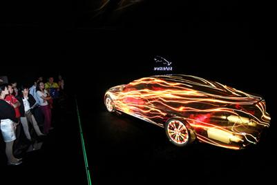 Auditoire\中国以3D视频映射技术助捷豹发布新引擎