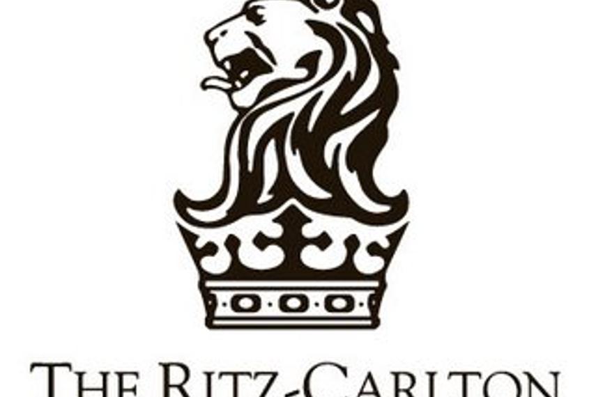 丽思卡尔顿酒店携手梅赛德斯-奔驰跨界合作
