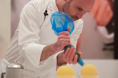 大昌华嘉邀阿根廷大厨Martin Lippo展示分子料理甜品的制作魔力