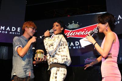 国际天后蕾哈娜午夜驾临百威啤酒赞助派对