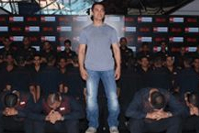 Hundred haircuts to promote Aamir Khan's new film