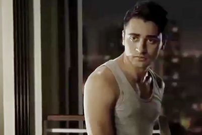 Imran Khan uses shadowgraphy to get his bottle in Coca Cola's new TVC