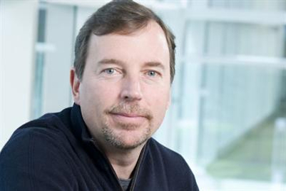 Yahoo's chief executive Scott Thompson resigns amid CV controversy