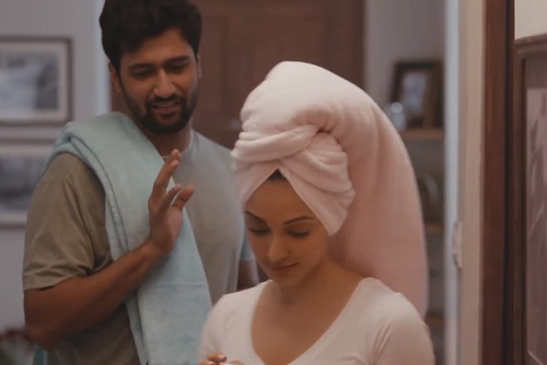 Housing.com gets Vicky Kaushal suspicious about Kiara Advani