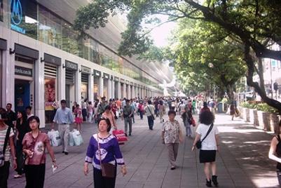 思纬:尽管经济衰退,香港人仍购物不断