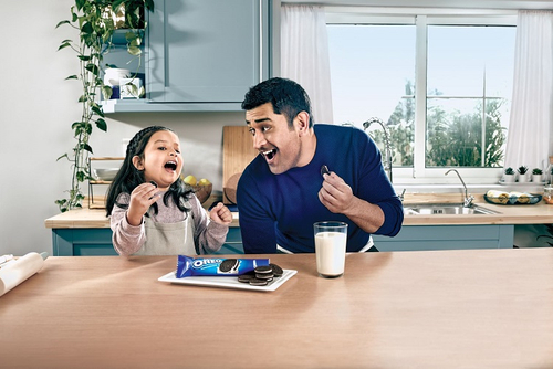 MS Dhoni takes Mondelez India's #OreoPlayPledge with daughter Ziva