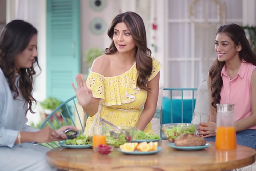 Shilpa Shetty Kundra credits Mamaearth's Vitamin C face wash for glow