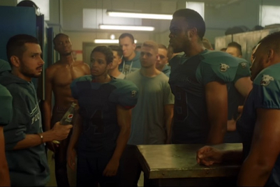 'Irresistible' Pepsi moves to the NFL, causes an arm-wrestling encounter between teammates