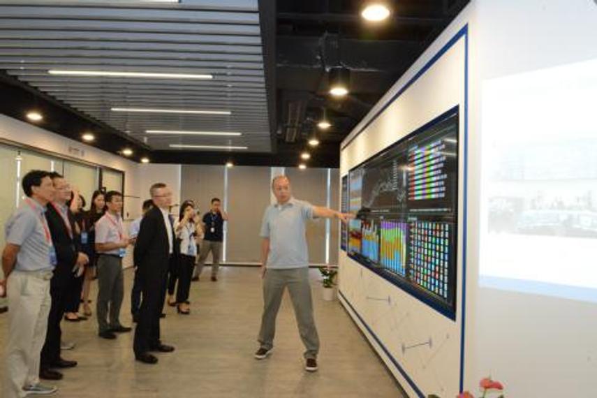 华扬联众创始人兼董事长苏同参观上海数据交易中心
