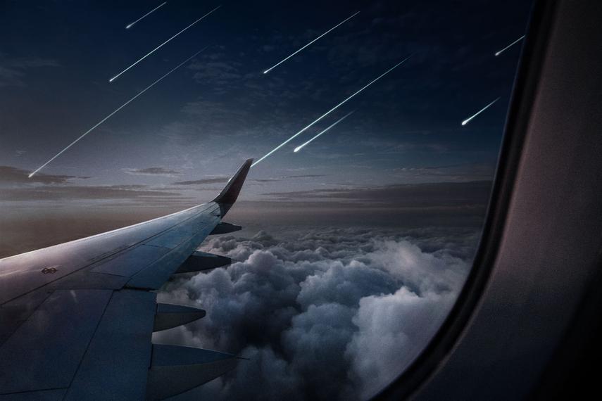 飛行機から見た人工流れ星のイメージ。