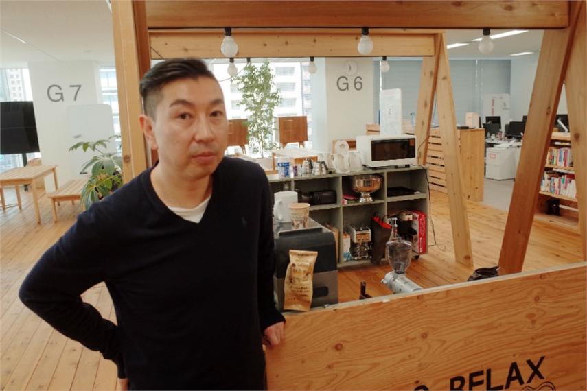飯田昭雄氏。電通アイソバーのオフィスにて