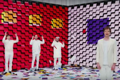 紙の可能性を最大限に引き出した、コピー用紙ブランドと「OK Go」のコラボ動画
