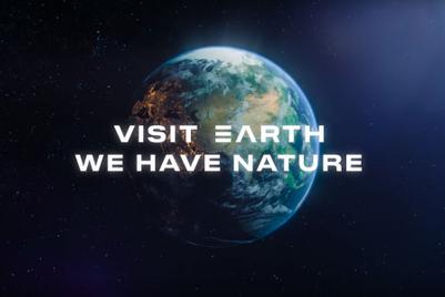 「地球へようこそ」 無名航空会社の奇抜なCF