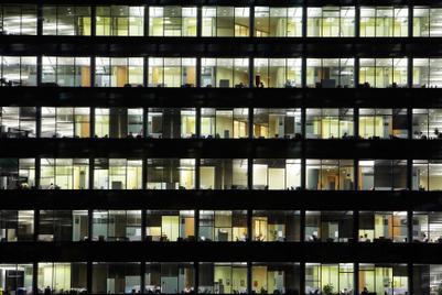 広告業界は「過労死」にどう対処すべきか