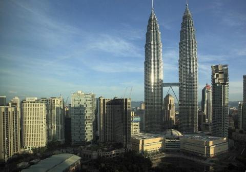 "Malaysia's Islamic bonds lure ""agnostic"" investors"