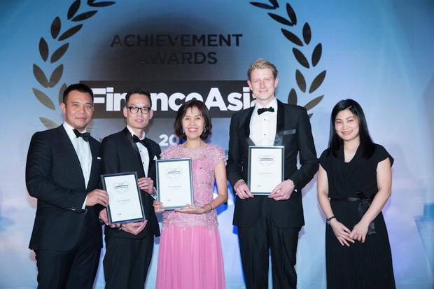 Max Johnson from Goldman Sachs, Prakob Phiencharoen from HSBC and Kittiya Todhanakasem, CFO of Krung Thai Bank, receive the award for Best Thailand Deal