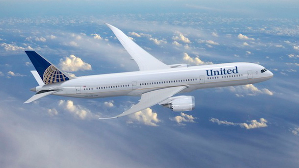 A Boeing 787 in the new United livery.