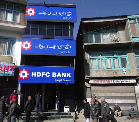 HDFC Bank raises $1.6b from share sale