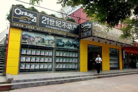 Chinese real estate agent reduces IPO size but trades up