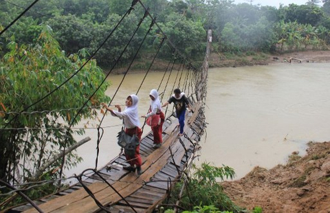Indonesia's Navigat raises power funds