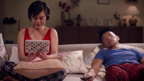 Busy tone: SingTel bond hits crowded market