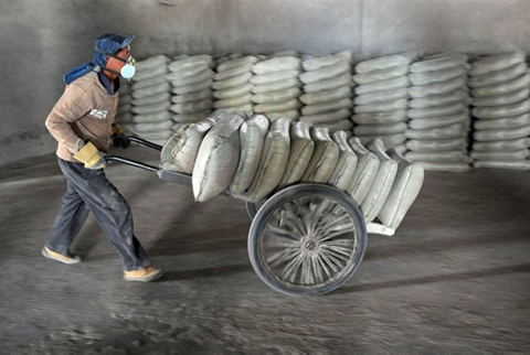Investors clamour for rare Chinese cement bond