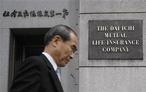 Dai-ichi Life raises $2.4b from share sale