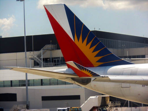 Philippine tycoon Lucio Tan mulls sale of Philippine Airlines