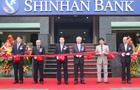 Shinhan makes triumphant bond return