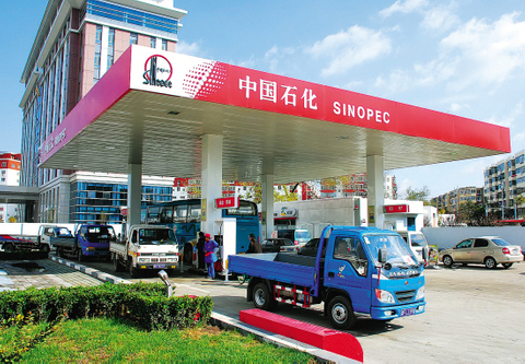 Sinopec issues biggest dollar bond in a decade