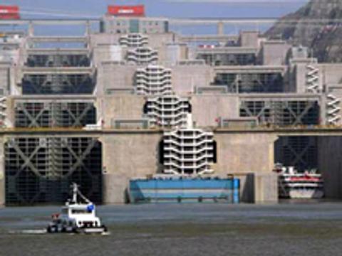 Builder of Three Gorges Dam seeks $2.7 billion IPO